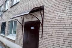 Декоративный козырек над входной дверью