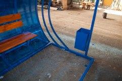 В основании остановочного павильона профильная труба, бетонируемая при монтаже остановки