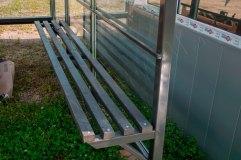 Скамья - деревянный настил окрашенная в тон всей конструкции