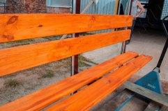 Скамья со спинкой - деревянный настил