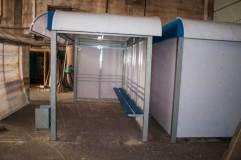 Остановочный павильон устанавливается по ходу движения общественного транспорта, потому отсутствует правая боковая стенка