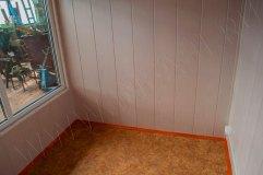 Отделка стен -панели МДФ, на полу линолеум