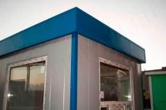 Декоративный козырек и углы выделены синим цветом