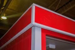 Декоративный козырек монтируется как поверх помещения для охранников и открытую часть (навес)