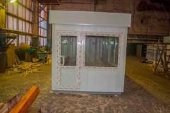 Дверь из ПВХ располагается в торцевой части павильона