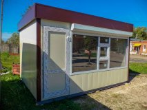 Дверь ПВХ с декоративными металлическими вставками с полимерным покрытием