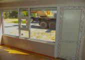 Окно с форточкой и дверь ПВХ (вид изнутри)
