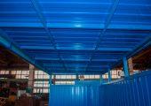 Крыша — профилированный лист монтируется на металлический профиль