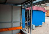 Декоративные решетки на фасаде остановочного павильона