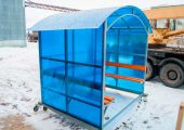 Отделка сотовым поликарбонатом синего цвета по трем сторонам