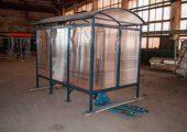 Павильон обшивается сотовым поликарбонатом (в данном изделии — поликарбонат прозрачный)
