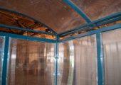 Крыша арочного типа с отливами для воды