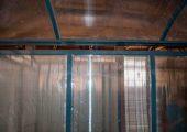 Крыша также отделывается сотовым поликарбонатом