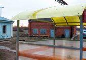 Крыша арочного типа также обшивается поликарбонатом