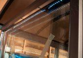Рекламно-информационный носитель изготовлен с подсветкой по всему периметру