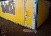 Дверь ПВХ на фасаде павильона — вход для посетителей