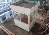 На крыше поста охраны специальные петли для погрузки изделия в транспортное средство или перемещения