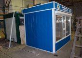 Внешняя отделка киоска декоративными панелями синего цвета